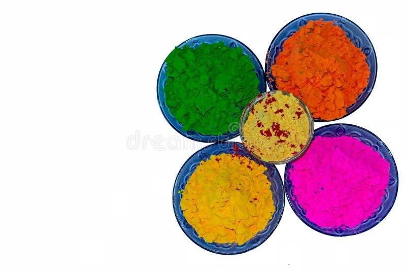 Kolorowi organicznie Holi proszki w błękitnych kolorów pucharach, zakończenie w górę widoku zdjęcia royalty free