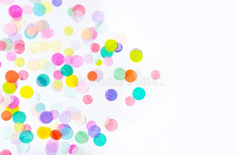 Kolorowi papierowi confetti komponujący jako strzała zdjęcie royalty free