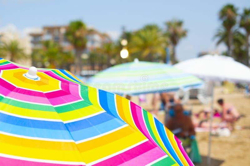 Kolorowi parasole na plaży zdjęcia royalty free