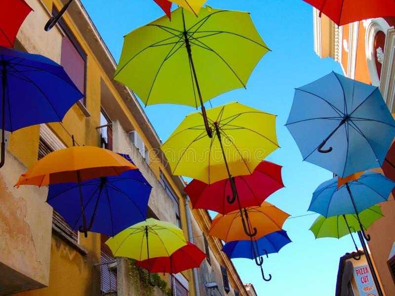 Kolorowi parasole w pięknym Chorwacja zdjęcie royalty free