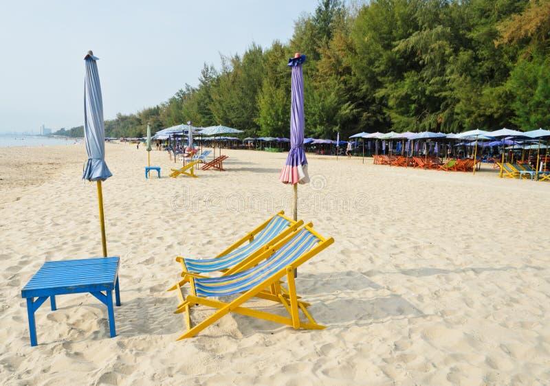 Kolorowi plażowi krzesła fotografia royalty free