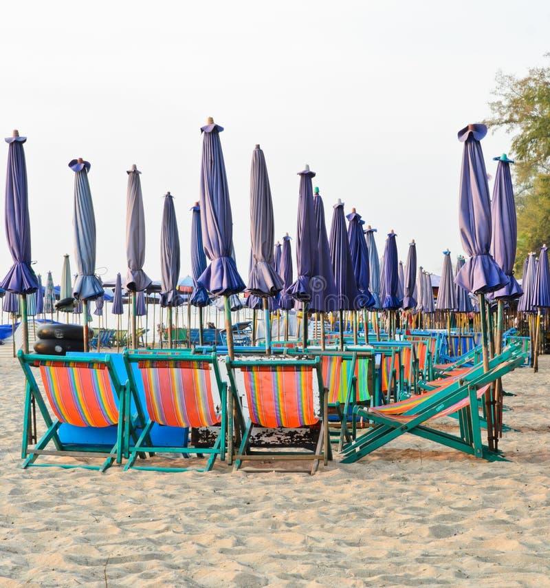 Kolorowi plażowi krzesła zdjęcia stock