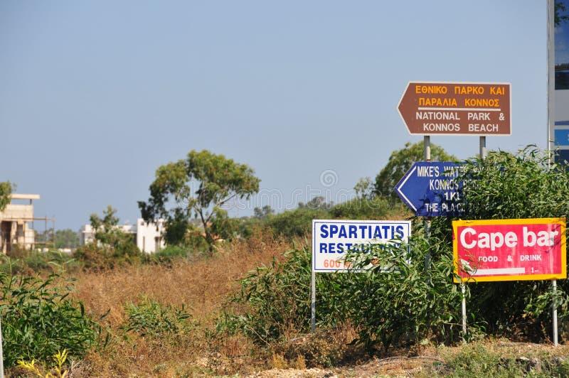 Kolorowi pointery dla turystów w Cypr zdjęcia stock