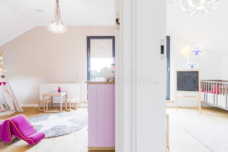 Kolorowi pokoje dla chłopiec i dziewczyny obraz stock