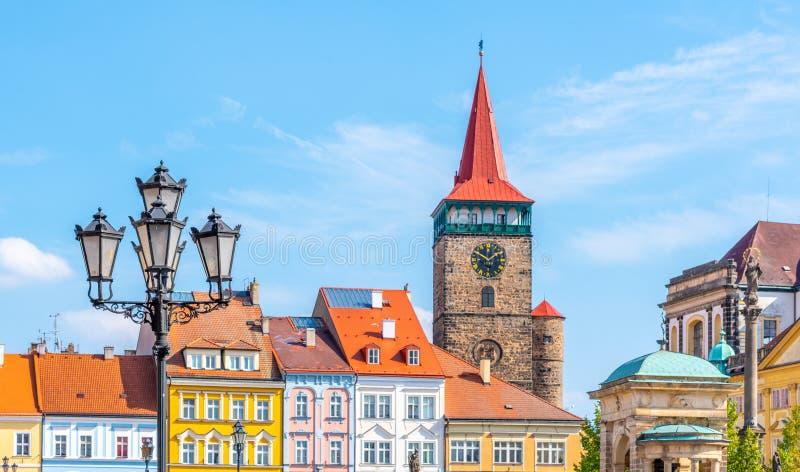 Kolorowi renaissance domy i Valdice brama przy Wallenstein Obciosują w Jicin, republika czech zdjęcia royalty free