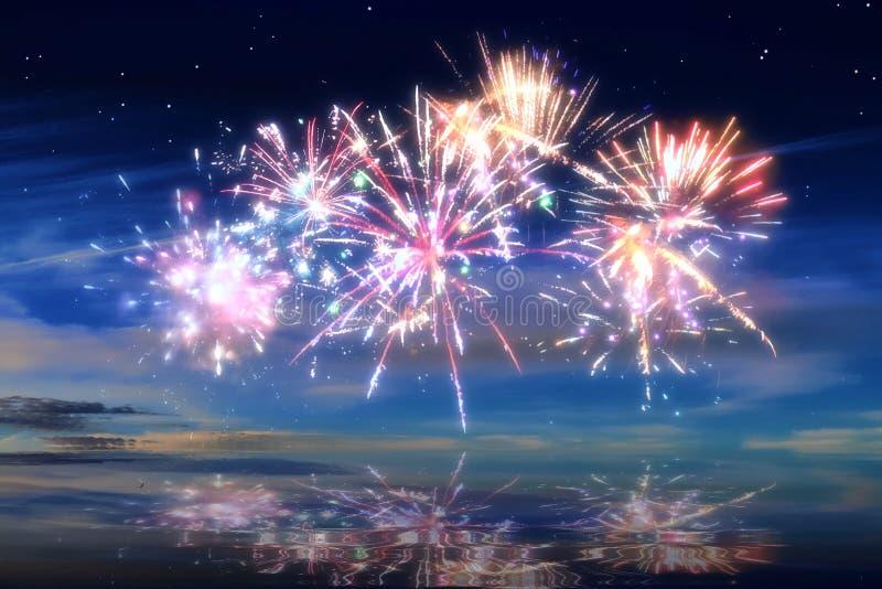 Kolorowi rozjarzeni świętowanie fajerwerki na nocnym niebie obrazy royalty free