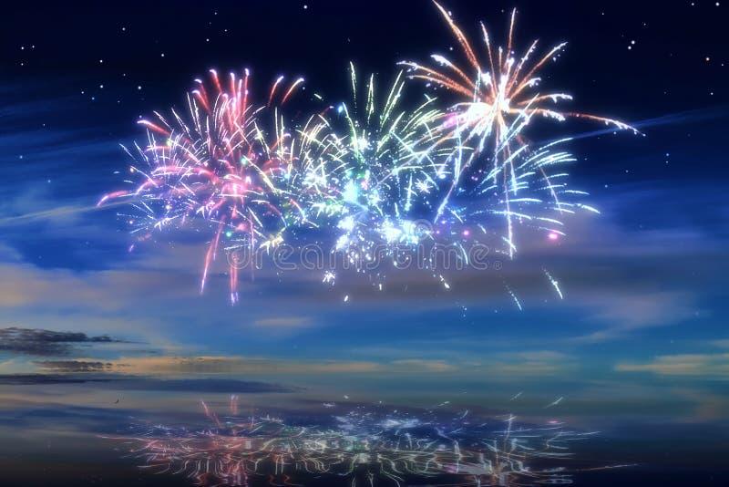 Kolorowi rozjarzeni świętowanie fajerwerki na nocnym niebie obrazy stock