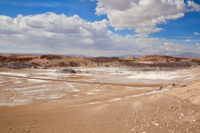 Kolorowi Solankowi mieszkania Pod niebieskim niebem w Chile Atacama pustyni fotografia stock