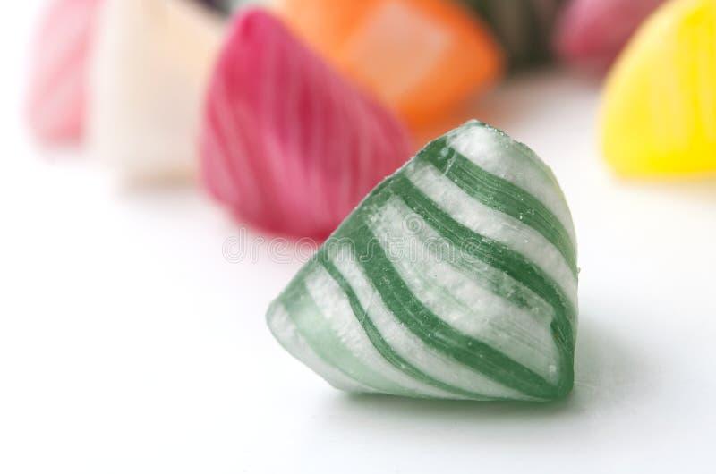 kolorowi tradycyjni cukierki na białym tle zdjęcie royalty free