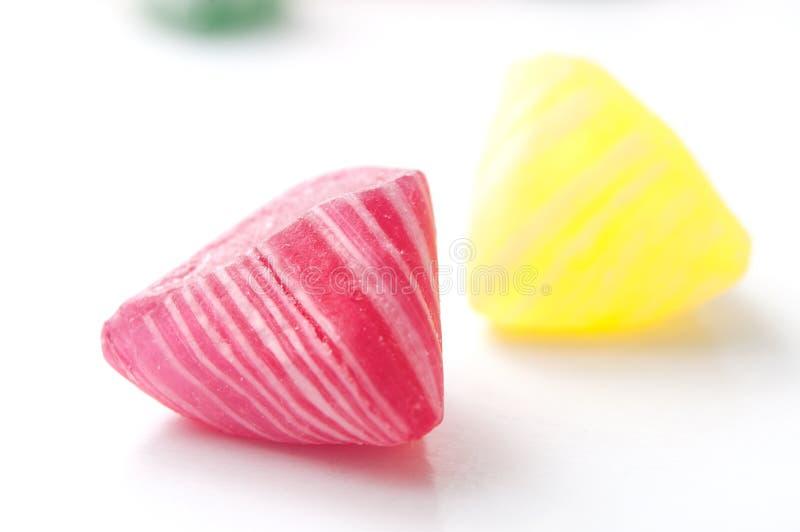kolorowi tradycyjni cukierki na białym tle fotografia stock