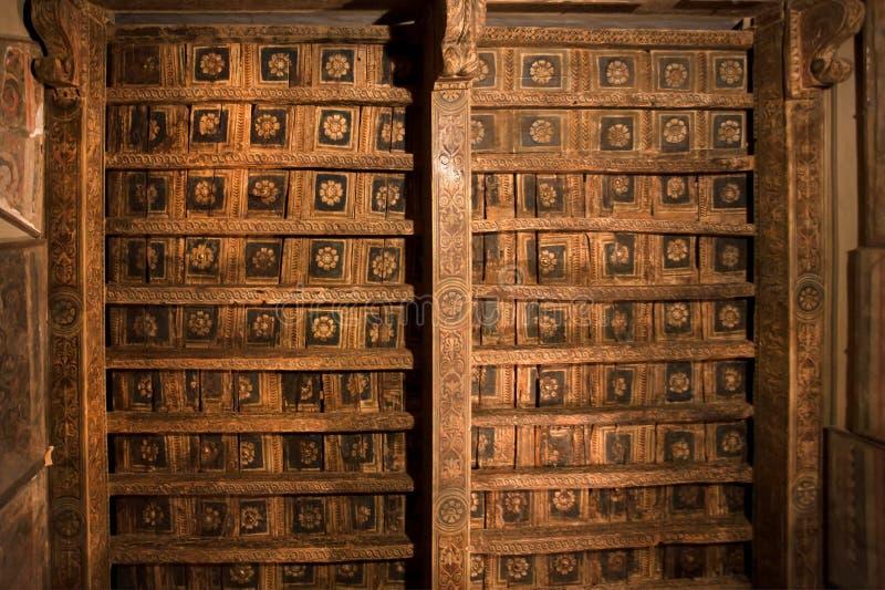 Kolorowi wzory na drewnianym suficie 15 wiek monaster Dominicans w Włochy fotografia stock