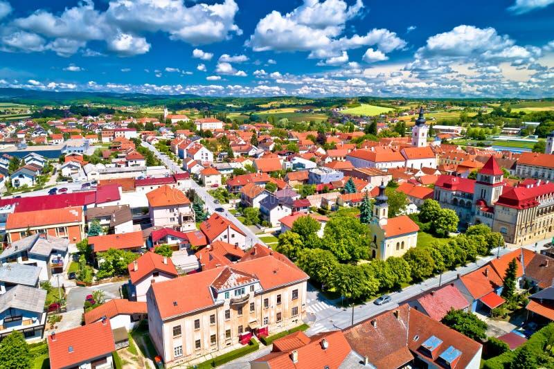 Kolorowy średniowieczny miasteczko Krizevci widok z lotu ptaka fotografia stock