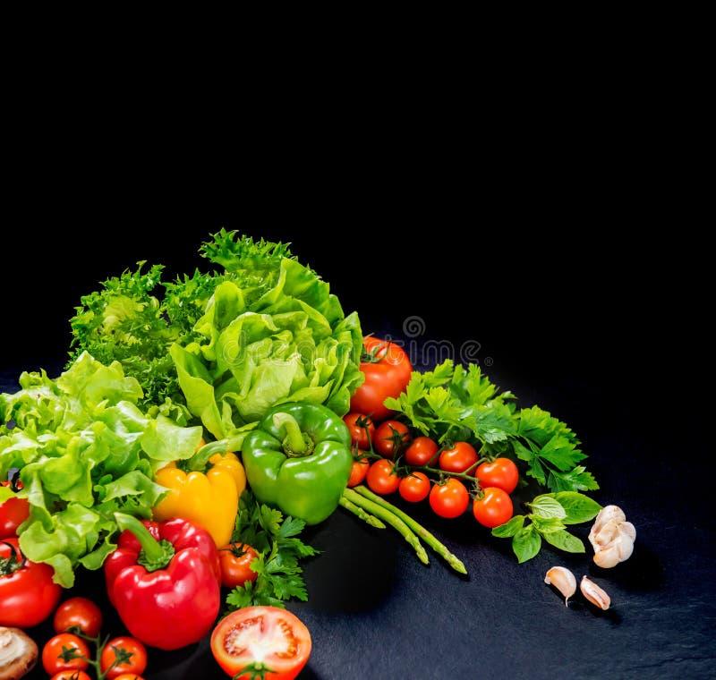 Kolorowy świezi organicznie warzywa dla kulinarnego diety jedzenia obrazy royalty free