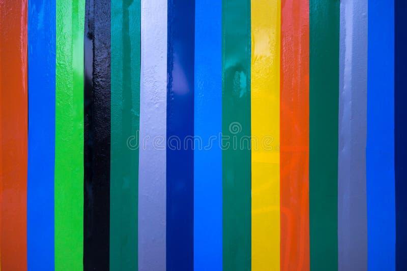 Kolorowy adhezyjny winyl wykłada na ścianie zdjęcie stock