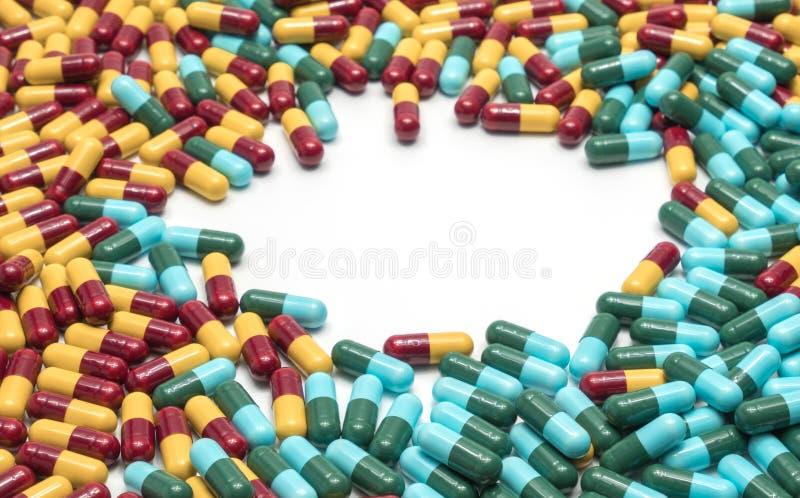 Kolorowy antybiotyczne medycyny kapsuły pigułki, leka opór obraz stock
