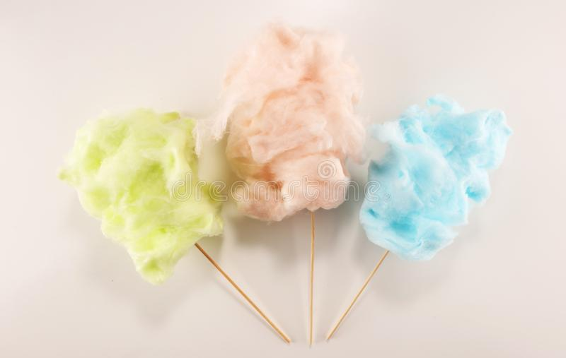 Kolorowy bawełnianego cukierku floss cukierki partyjny jedzenie w menchiach i zieleni zdjęcie royalty free