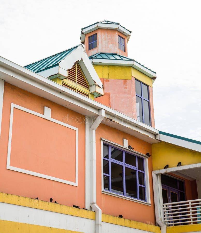 Kolorowy budynek w Nassau Bahamas fotografia stock