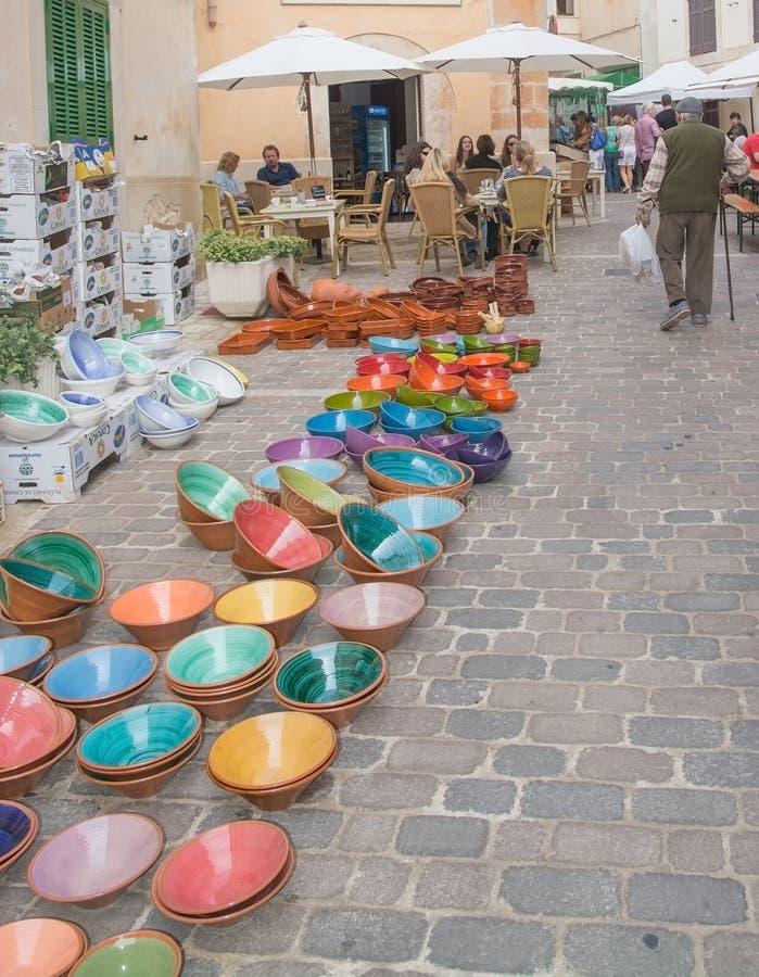 Kolorowy ceramics Santanyi rynek zdjęcie stock