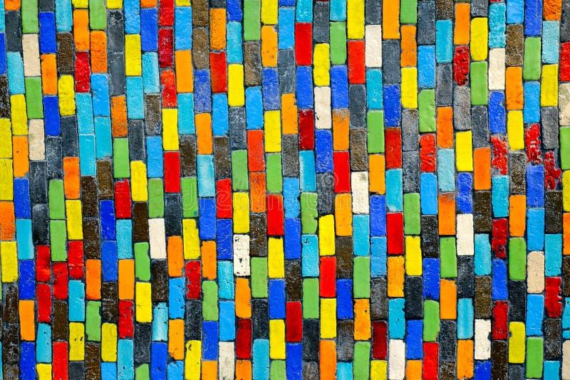 Kolorowy ceramiczny na ścianie dla tła obraz stock