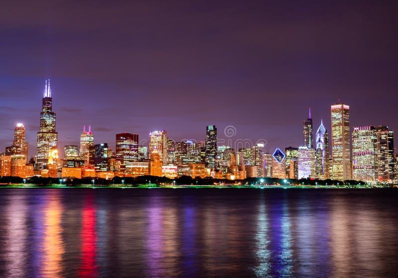 Kolorowy Chicagowski linia horyzontu przy nocą fotografia stock