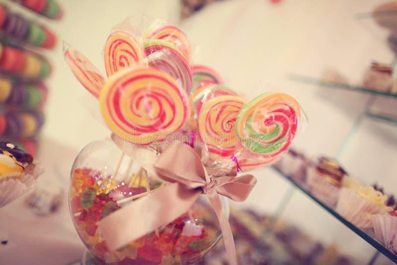 Kolorowy cukierek na kijach fotografia stock
