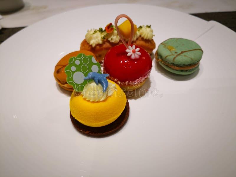 Kolorowy deser z dobrym wizerunkiem i wy?mienicie smakiem zdjęcia stock
