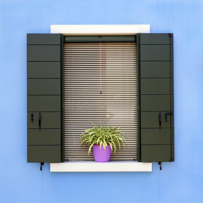 Kolorowy domowy okno w Burano zdjęcie royalty free