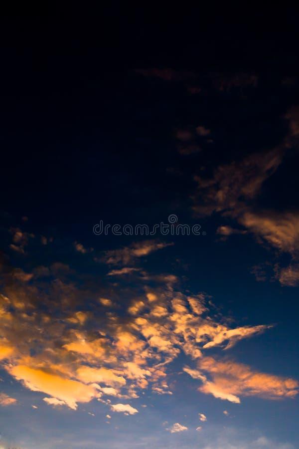 Kolorowy dramatyczny niebo zdjęcia stock
