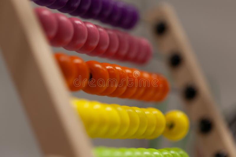 Kolorowy drewniany abakus dla dzieciak edukaci obrazy stock