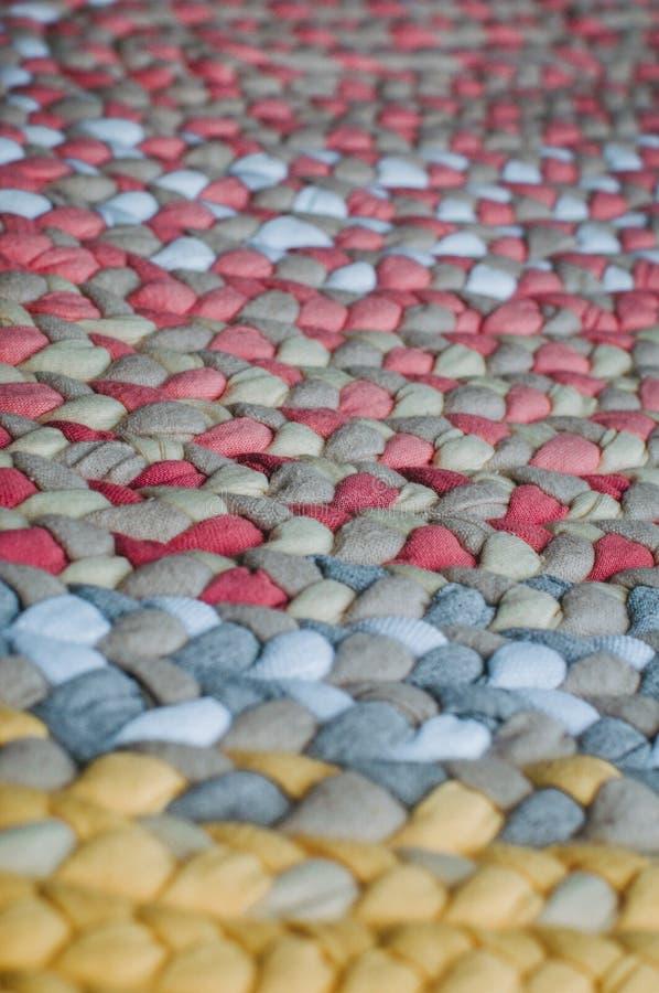 Kolorowy dywanik od warkoczy fotografia royalty free