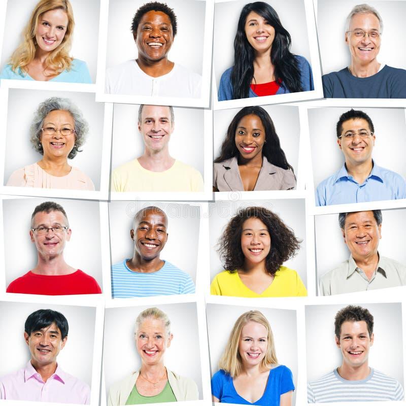 Kolorowy etniczny grupy ludzi ono Uśmiecha się zdjęcie stock