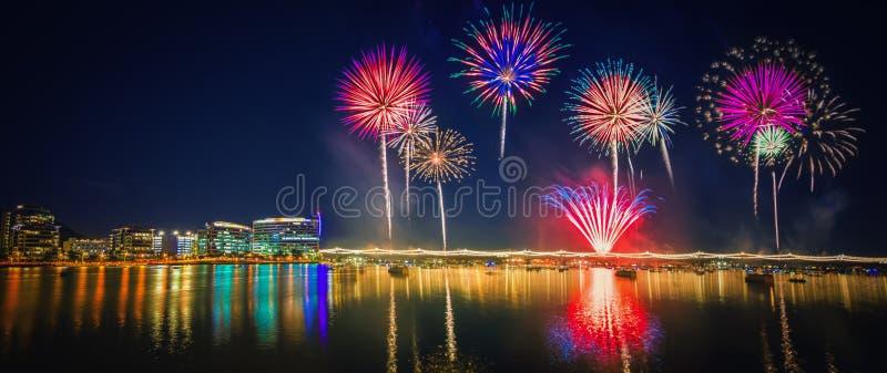 Kolorowy fajerwerk nad Tempe jeziorem obrazy royalty free