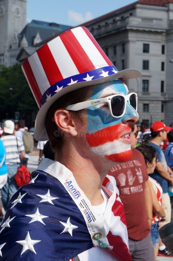 Kolorowy fan przy meczem piłkarskim fotografia stock