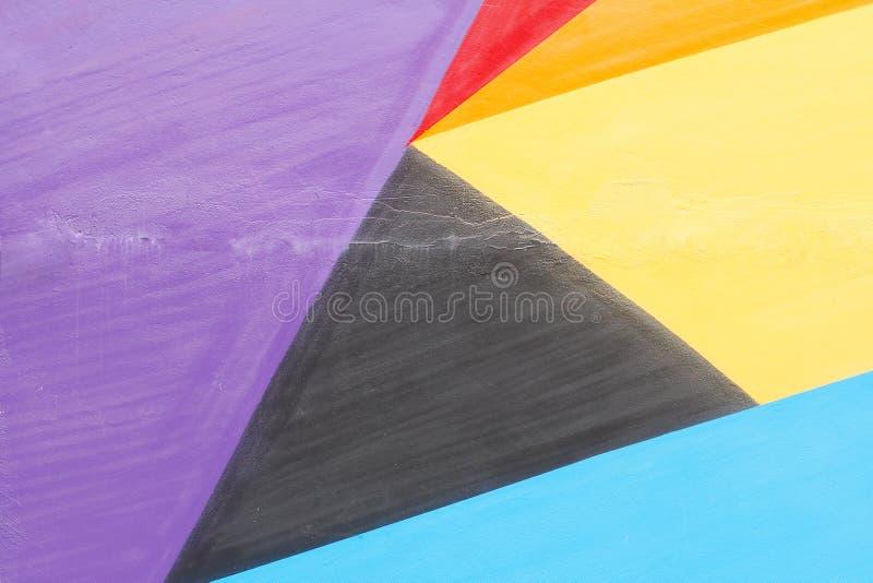 Kolorowy fiołek, czerwień, kolor żółty czarna i błękit malująca ściana zdjęcia royalty free