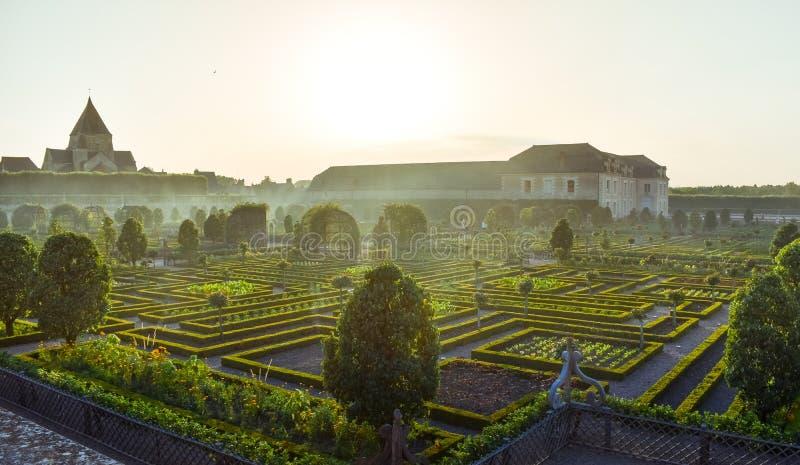 Tajemniczy Ogród Sunny Obraz Stock Obraz Złożonej Z Cegły