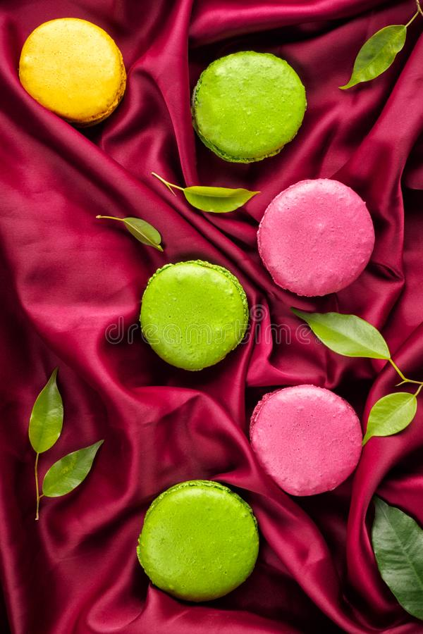 Kolorowy Francuski słodki Macaroons deseru tort zdjęcia royalty free