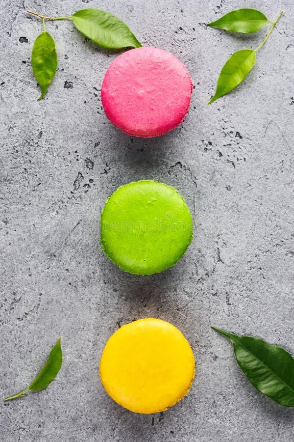 Kolorowy Francuski słodki Macaroons deseru tort zdjęcie stock
