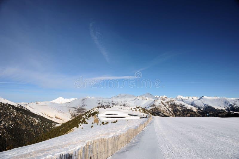 Kolorowy góra krajobraz - góry zakrywać z śniegiem, Vallnord, ksiąstewko Andorra, Europa obrazy royalty free