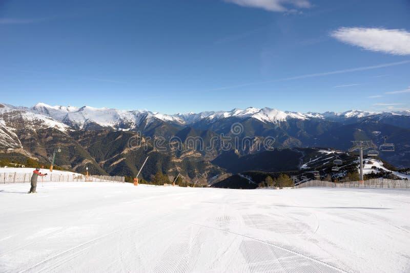 Kolorowy góra krajobraz - góry zakrywać z śniegiem, Vallnord, ksiąstewko Andorra, Europa fotografia royalty free
