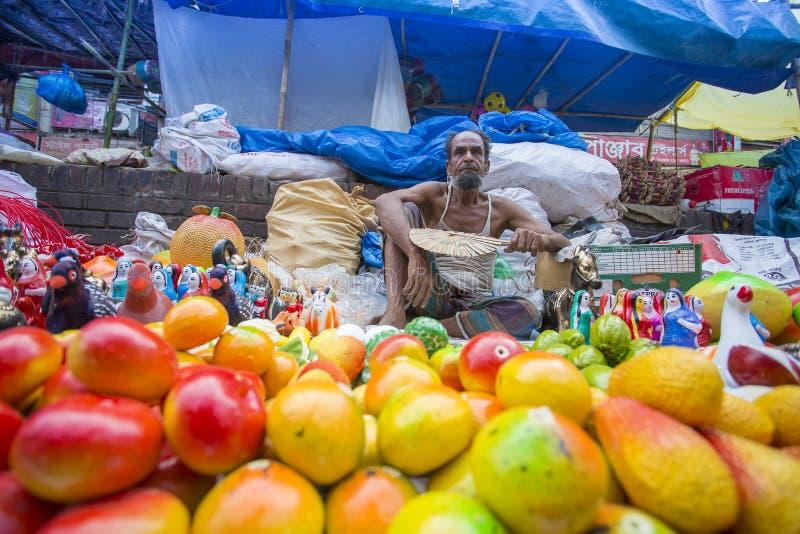 Kolorowy garncarstwo przy Baishakhi mela jarmarkiem który zaczyna na Bengalskim nowym roku obraz stock