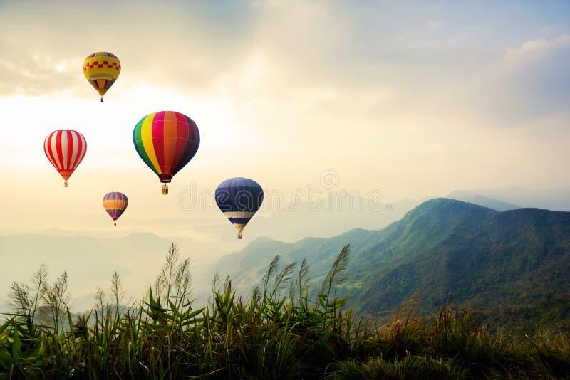 Kolorowy gorące powietrze balonów latać fotografia royalty free