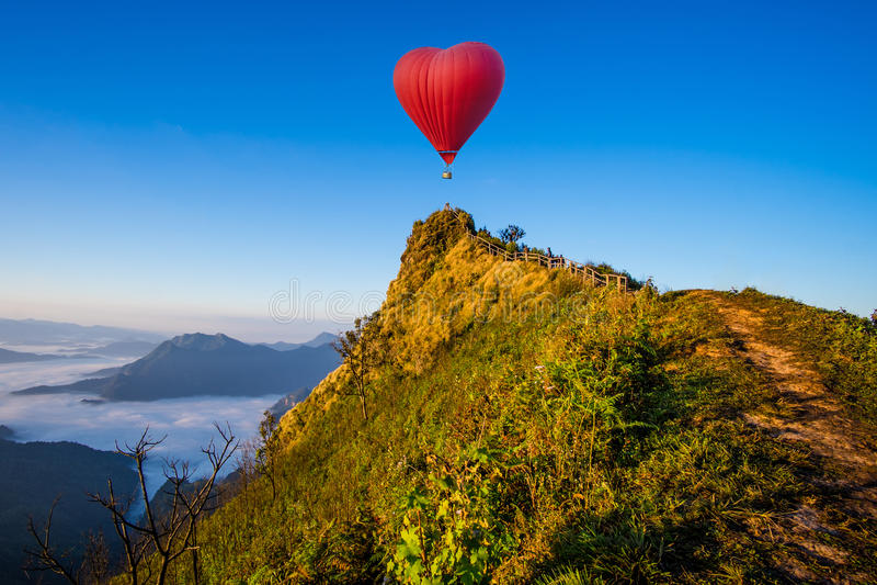 Kolorowy gorące powietrze balonów latać zdjęcia royalty free