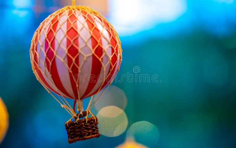 Kolorowy gorące powietrze balonu kosz obrazy royalty free