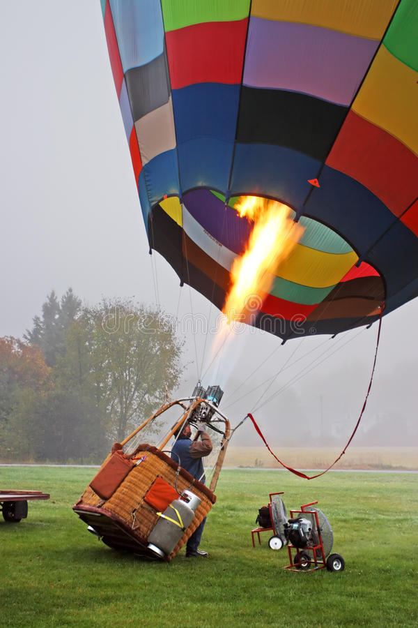 Kolorowy gorące powietrze szybko się zwiększać narządzanie dla lota w Vermont zdjęcia stock