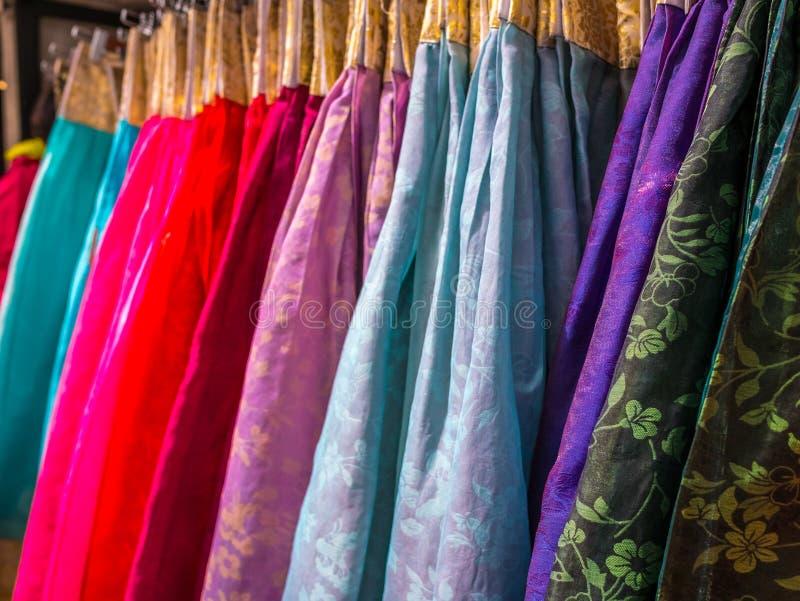 Kolorowy Hanbok, Koreańska tradycyjna jedwab suknia & ornamenty dla kobiet, Czynsz dla turysty obraz stock