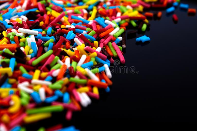 Kolorowy jaskrawy tło, barwiący kije S?odki ?adny t?o cukierek zdjęcia stock