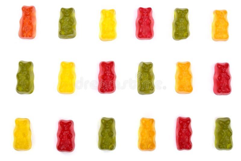 Kolorowy je gumowatych niedźwiedzi galaretowego cukierek Odizolowywającego na białym tle Odgórny widok Mieszkanie nieatutowy fotografia stock