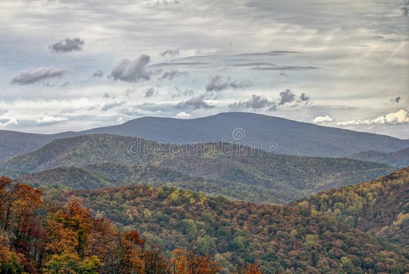 Kolorowy jesieni ulistnienie w Tocznych wzgórzach obraz royalty free