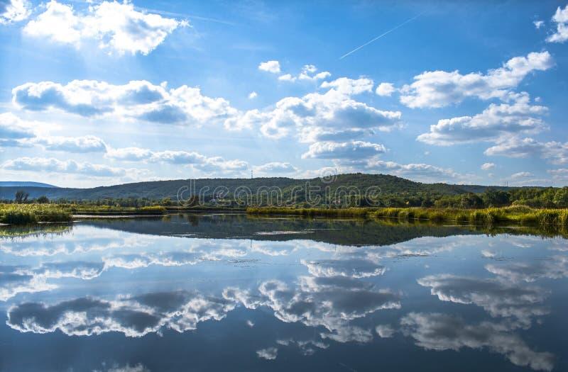 Kolorowy jeziora Sarena jezera blisko Knin zdjęcia royalty free