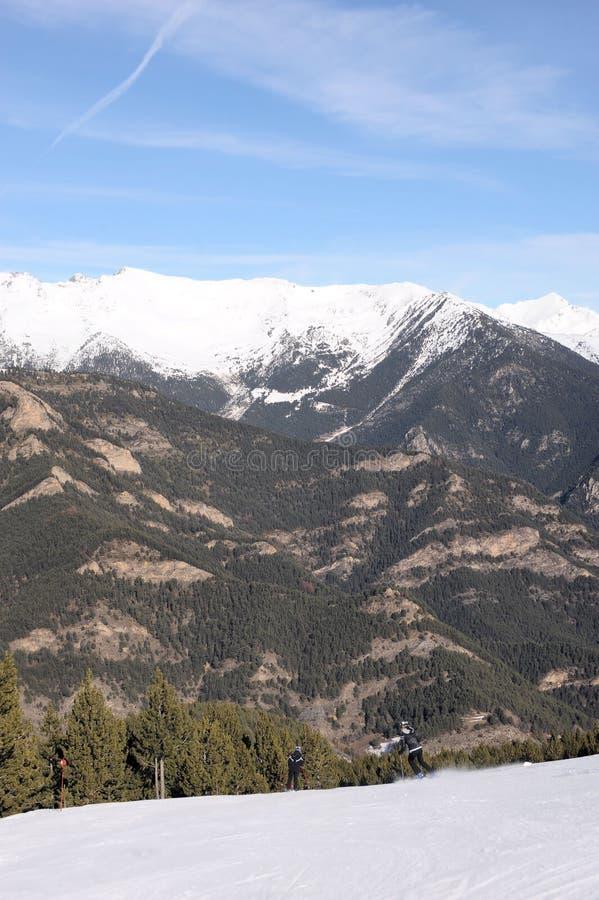 Kolorowy krajobraz - góry Andorra zakrywali z śniegiem, Vallnord, ksiąstewko Andorra, Europa obraz stock